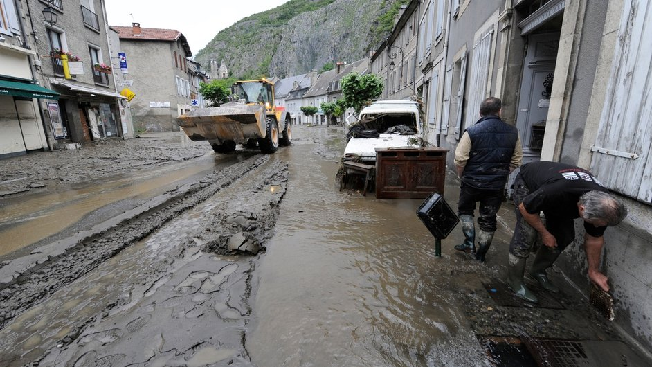 The clean-up starts in Saint-Beat after the village was submerged by flash floods