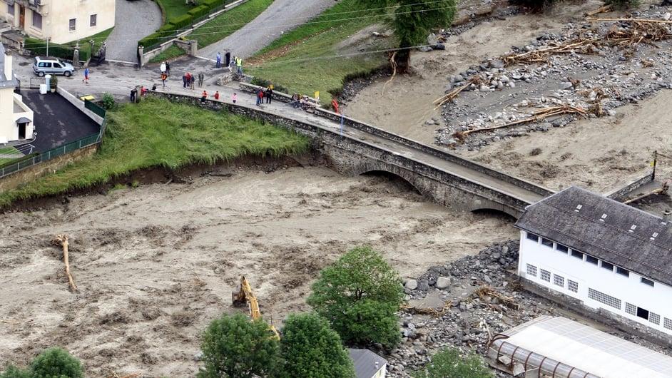 The flooded river of Luz-Saint-Sauveur
