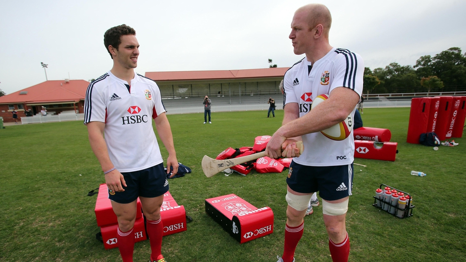 Paul O'Connell gives George North some tips...
