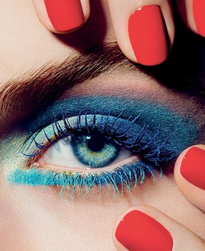 Beautiful eye makeup by Chanel for summer 2013