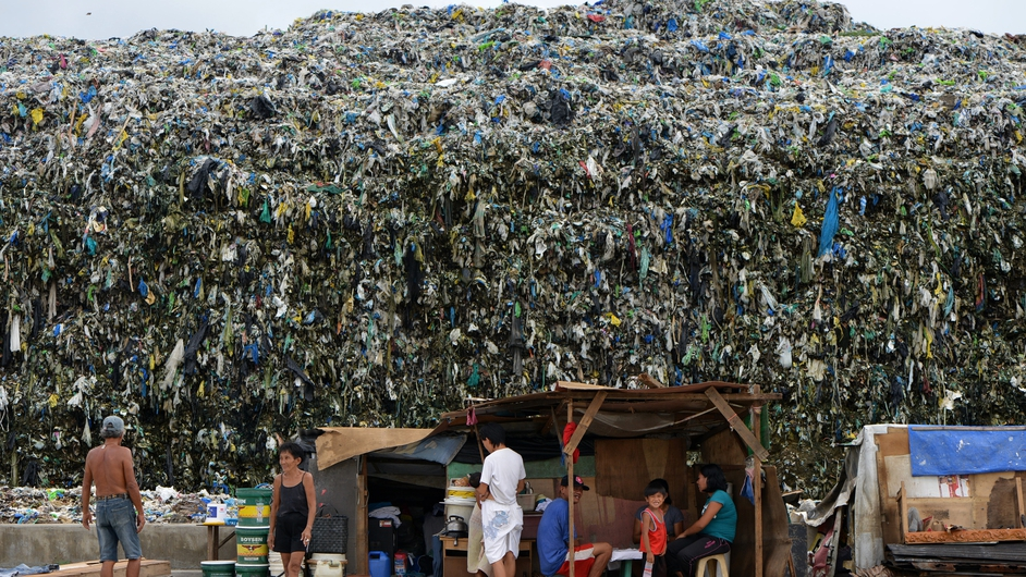 A huge mountain of rubbish in the Philippines explains why the capital Manila has banned disposable plastic shopping bags