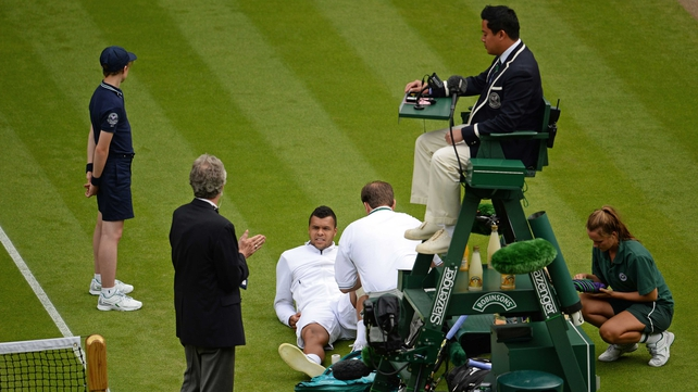 Jo-Wilfried Tsonga receives medical attention courtside
