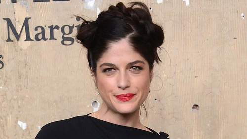 Selma Blair has denied reports that she is engaged