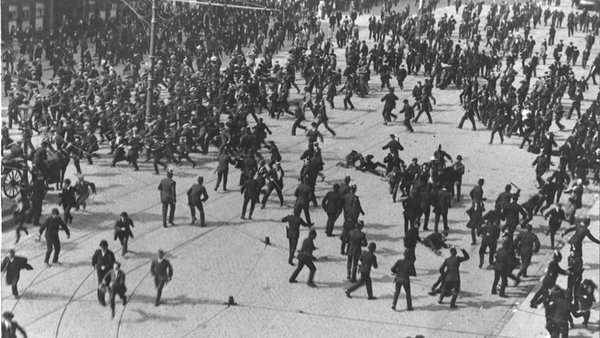 Crowds attacked by baton-charging police on 'Bloody Sunday' 1913 (Photo: RTÉ Stills Library)