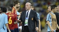 Spain's Del Bosque laughing on the inside