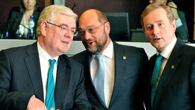 Eamon Gilmore (l) was the lead negotiator for EU governments