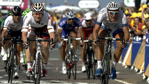 Marcel Kittel (r) got the better of Andre Greipel to win an eventful stage