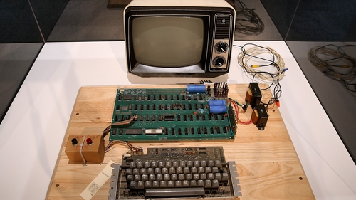 An original Apple computer from 1976 has sold at auction for  $387,750