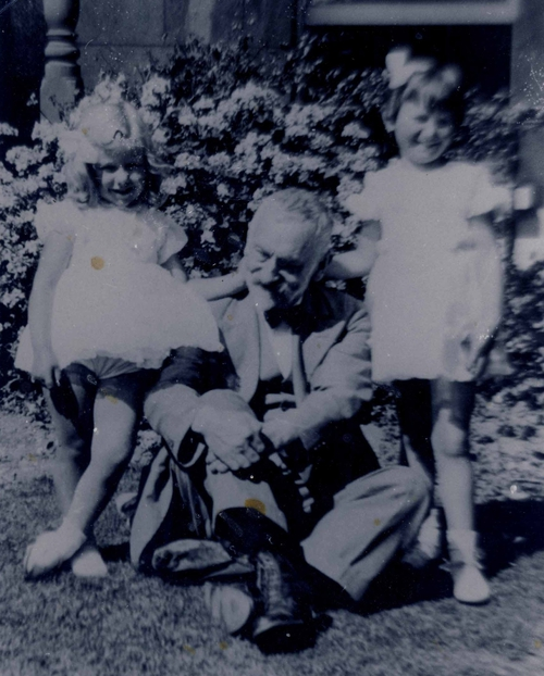 Walter with his daughters, Pauline and Dorothy
