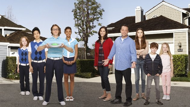 There's something un-Earthly about new sitcom The Neighbors