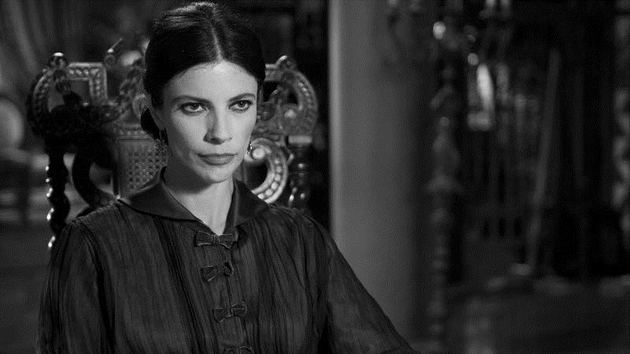 The calculating Encarna, played by Maribel Verdú (Y Tu Mamá También)