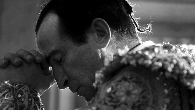 Antonio Villalta (Daniel Giménez Cacho) prays before his fateful encounter in the bull-ring