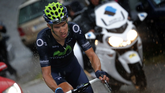 Rui Alberto Costa rides through the rain in the closing kilometres of stage 19