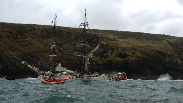 The Kinsale lifeboat ferries survivors off the sinking vessle (Pic: RNLI)