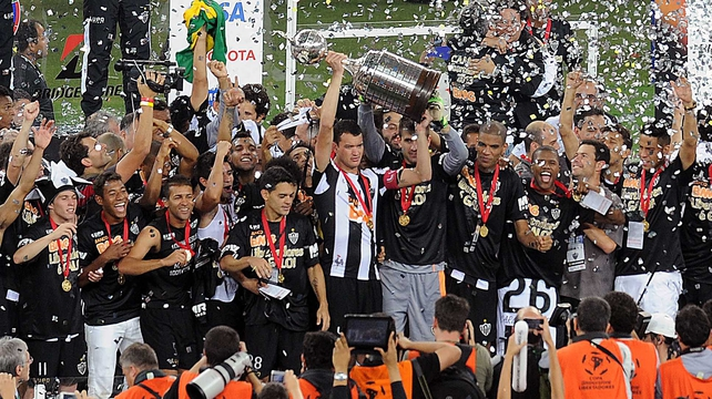 Atletico Mineiro captain Rever raises the Copa Libertadores trophy at the Mineirao stadium in Belo Horizonte