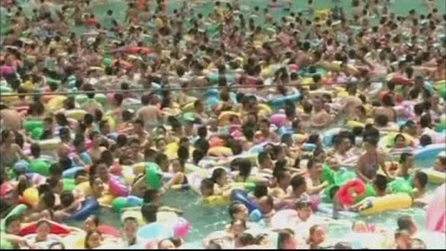 Thousands of people crowd into a swimming pool in Daying County