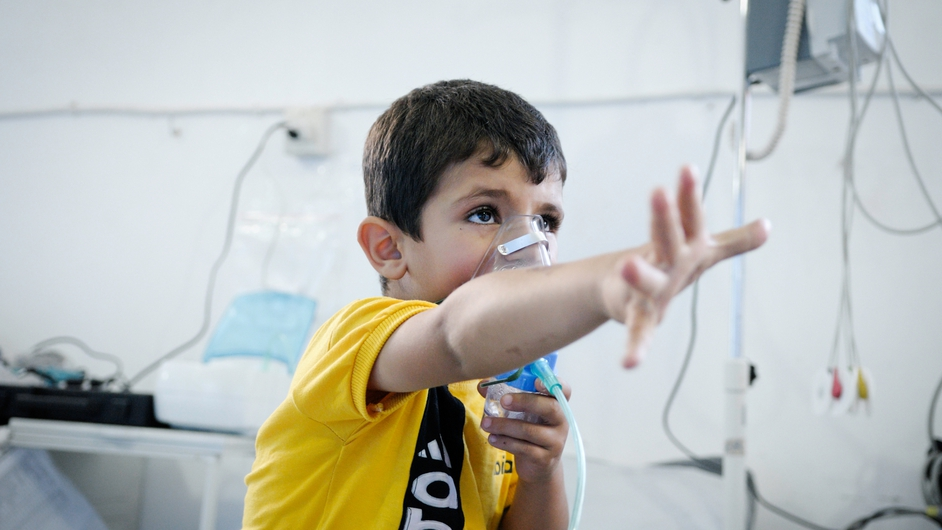 A boy with asthma receiving oxygen. Dust had aggravated his asthma and his parents had been unable to find an inhaler (Pic: Robin Meldrum/MSF)