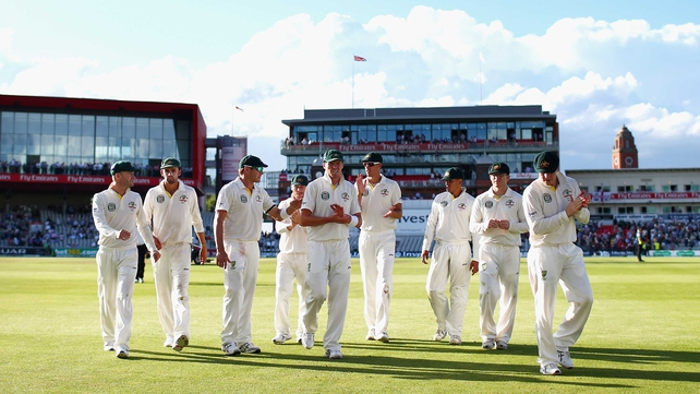 Australia leave the pitch after another good day in the third test at Old Trafford