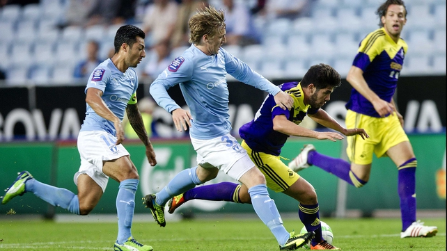 Swansea's Alejandro Pozuelo fends off Malmo's Emil Forsberg at the Swedbank Stadion
