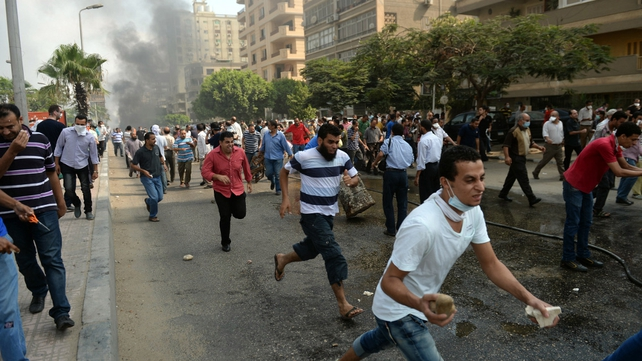 People run from security forces during crackdown against pro-Mursi protest camps