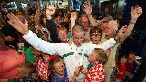 Rob Heffernan is welcomed home by his children Meghan (10) and Cathal (8)