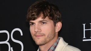 Ashton Kutcher is proud of his No Strings Attached co-star for highlighting the differences in their salaries for the film