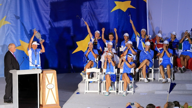 The victorious European Team with the Solheim Cup trophy after winning the match 18-10