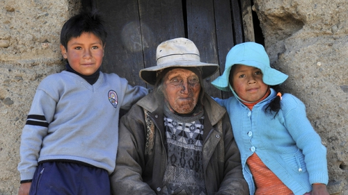 Mr Flores pictured outside his home with his great grand-children Edgar and Gloria