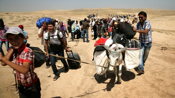 Syrian refugees cross the border into the northern Iraqi region of Kurdistan