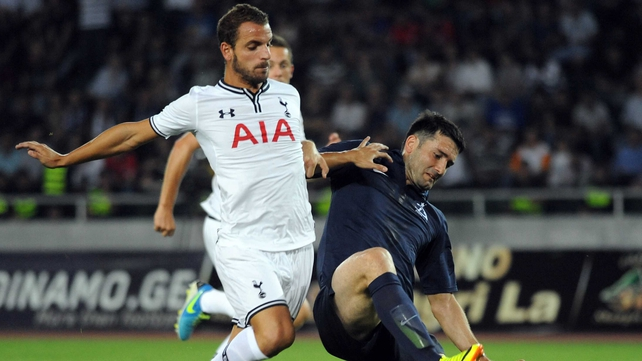 Givi Kvaratskhelia of FC Dinamo Tbilisi (R) vies for posession with new Spurs signing Roberto Soldado