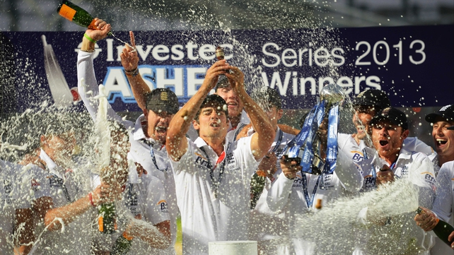 Alastair Cook lifts the urn as England celebrate