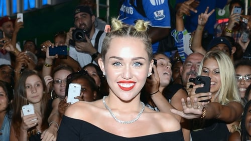 Miley Cyrus warns young kids against acting