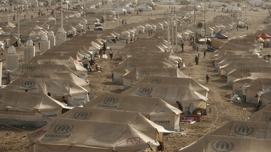 A sea of UNHCR tents awaits newly arrived Syrian refugees at a transit centre in northern Iraq (Pic: UNHCR/L Veide)