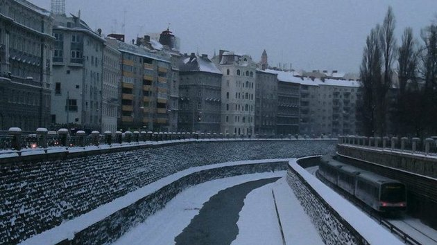 A quiet mesmeric, film, set over the course of a winter in Vienna.