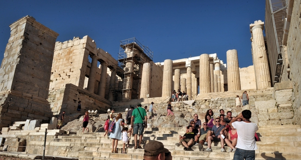 Greek economy boosted by record tourism season this year