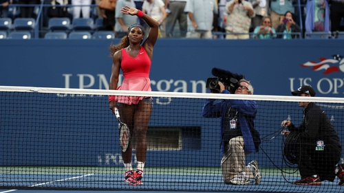 Serena Williams celebrates defeating Li Na