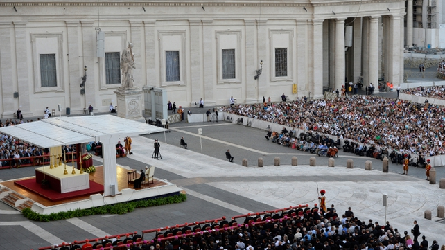 Tens of thousands of people have answered Pope Francis' call and massed in St Peter's Square for a 4-hour prayer vigil for peace in Syria