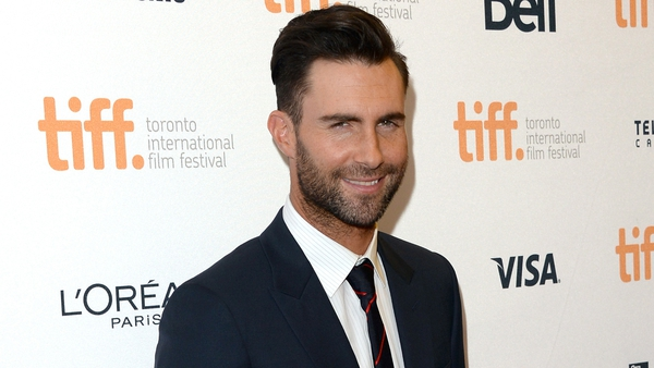 Levine takes People's Sexiest Man title for 2013