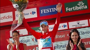 Vincenzo Nibali keeps hold of the red jersey