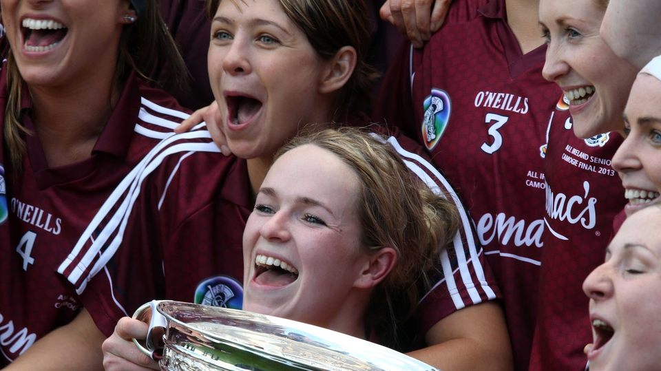 Captain Lorraine Ryan celebrates with the O'Duffy Cup