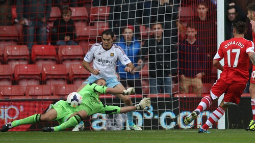 Jussi Jaaskelainen keeps out a shot from Southampton striker Dani Osvaldo