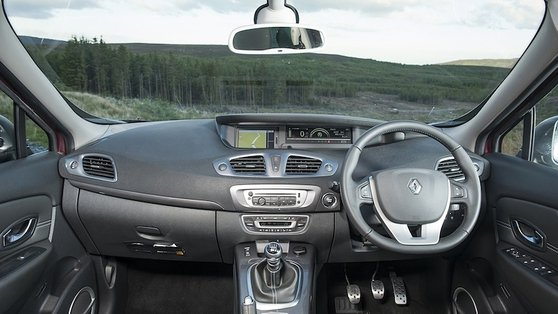 Dash layout is familiar to Renault owners