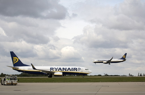 Ryanair's shares rise after upbeat analyst briefing