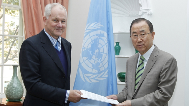 Professor Ake Sellstrom (L), head of chemical weapons team hands over the report to Ban Ki-moon (Pic: UN)