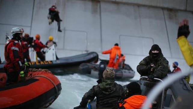 Two Greenpeace activists scaled the side of the platform and were arrested (Denis Sinyakov/Greenpeace)