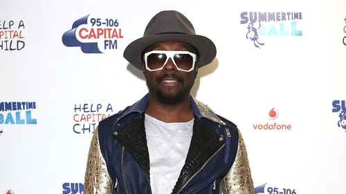 Coach will.i.am performed a duet with his protege and The Voice UK winner Jermain Jackman