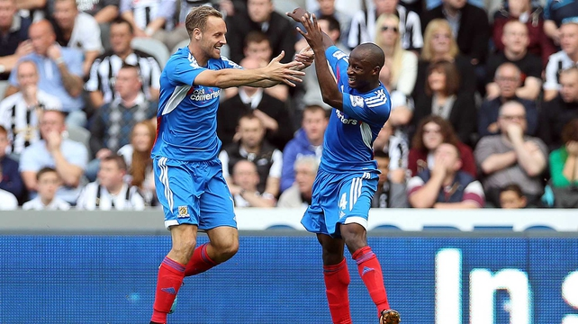 Sone Aluko (r) celebrates his winner for Steve Bruce's side