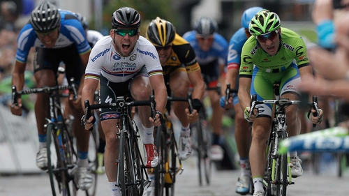 Mark Cavendish (c) won a sprint finish in the town of Guildford