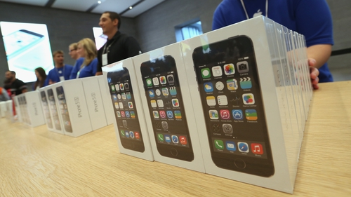 Better than expected iPhone 5s and 5c sales figures prompted Apple to issue a more optimistic financial forecast
