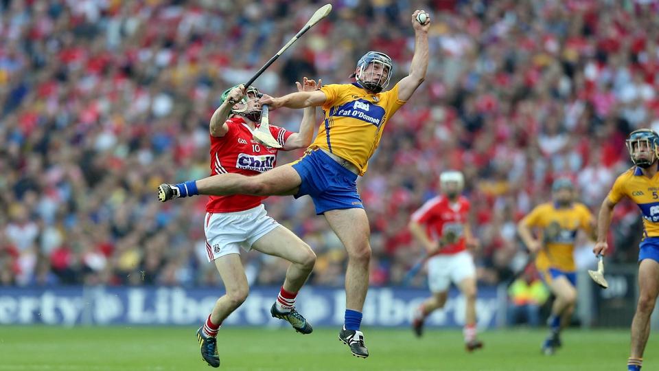 Conor Ryan of Clare with Seamus Harnedy of Cork